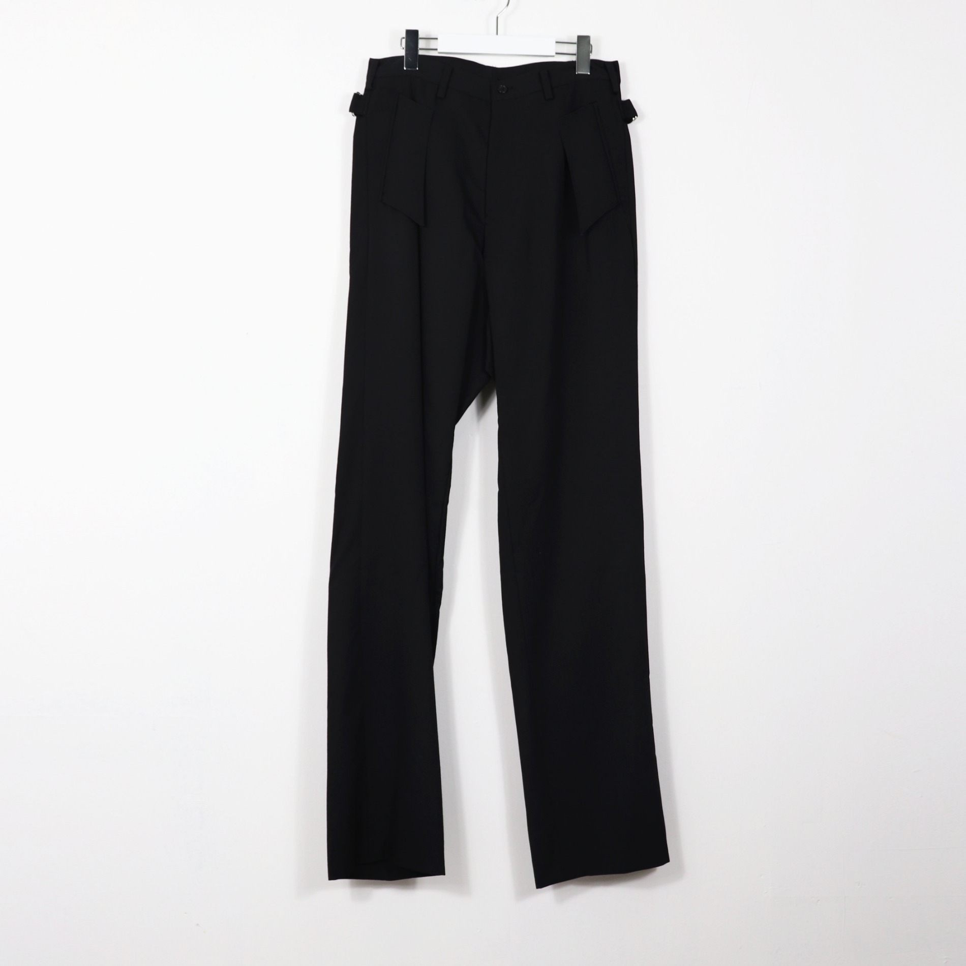 AW20 SULVAM GABARDINE BACK BELT PANTS BLACK