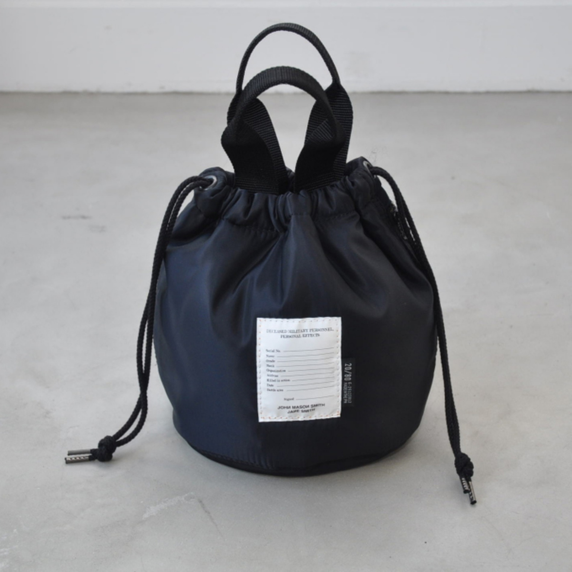 AW20 JOHN MASON SMITH KINCHAKU BAG BLACK